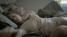 Мария Шумакова в ночнушке