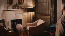 1. Элизабет Тейлор в бюстгальтере – Блики в золотом глазу