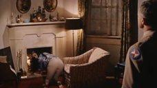 2. Элизабет Тейлор в бюстгальтере – Блики в золотом глазу
