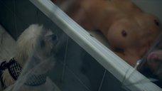 4. Голая Бурнета Хемпсон принимает душ – Икс