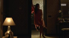 Глафира Тарханова в ночнушке