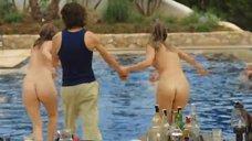 Кэрис ван Хаутен, Халина Рейн и Майке Невилль развлекаются голыми в бассейне