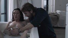 5. Беременная Кэрис ван Хаутен принимает ванну – Счастливая домохозяйка