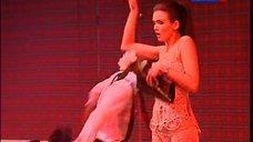 1. Паулина Андреева в белье на сцене