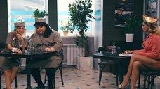8. Секси стюардесса Карина Зверева – Однажды в России