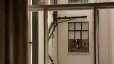 Подглядывание за Наоми Уоттс в окно