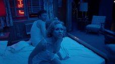 Наоми Уоттс в ночнушке