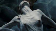 4. Голая грудь Келли Крэйг – 300 спартанцев