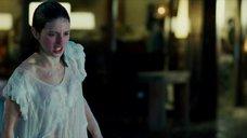 Марию Вальверде бросают в бассейн