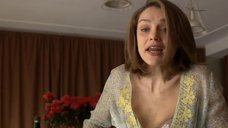 10. Мария Вальверде рассматривает себя в зеркале и Фабриция Сакки одевается – Мелисса: Интимный дневник