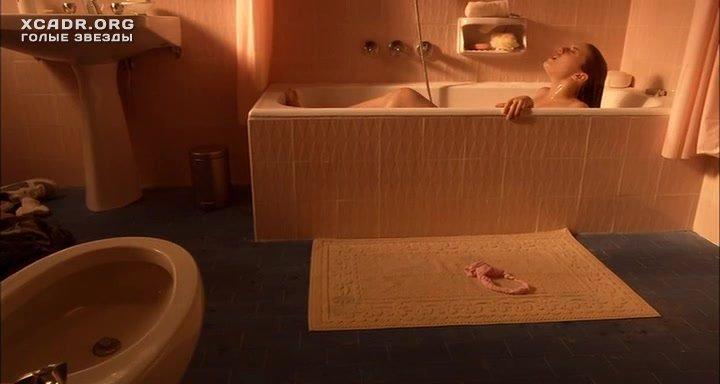 Фильм с блондинкой мастурбирующей в ванне фильм