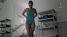 4. Стройная Каролина Равасса прыгает в воду – Сериал Любовники