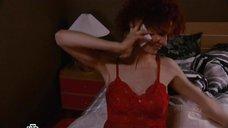 Татьяна Лянник в красной ночнушке