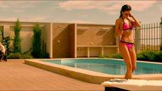 Паулина Андреева в розовом купальнике