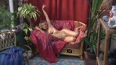 2. Полностью голая Наоми Эллисстоун позирует для художника – Молокососы