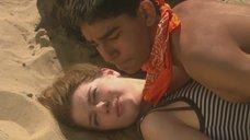 Секс с Эйми-Ффион Эдвардс на пляже