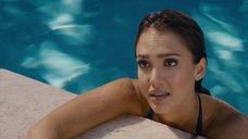 4. Джессика Альба плавает в бассейне – Как заниматься любовью по-английски