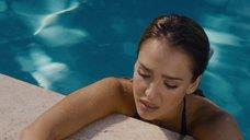 5. Джессика Альба плавает в бассейне – Как заниматься любовью по-английски