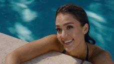 7. Джессика Альба плавает в бассейне – Как заниматься любовью по-английски