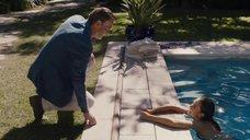 8. Джессика Альба плавает в бассейне – Как заниматься любовью по-английски