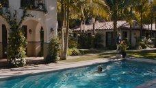 9. Джессика Альба плавает в бассейне – Как заниматься любовью по-английски