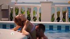 Интимная сцена с Еленой Олькиной в бассейне