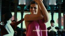Юлия Галкина и Анна Семенович танцуют