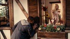 1. Сексуальная Катарина Пудар в ночнушке – Укрощение строптивых