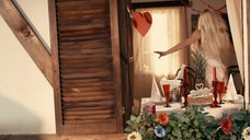 2. Сексуальная Катарина Пудар в ночнушке – Укрощение строптивых