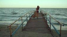 Юлия Галкина искупнулась в море