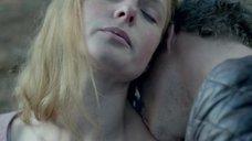 1. Попытка изнасилования Ребекки Фергюсон – Белая королева