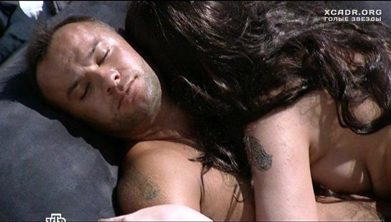 Голая Юлия Галкина спит на надувном матрасе – Проснемся ...: http://xcadr.com/videos/7935/golaya-yuliya-galkina-spit-na-naduvnom-matrase/