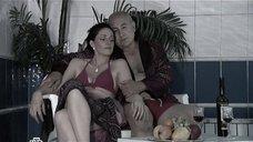4. Анастасия Немец в купальнике – Проснемся вместе?
