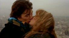 2. Оргазм Леа Сейду на Эйфелевой башне – Девочки сверху: Французский поцелуй