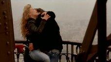 5. Оргазм Леа Сейду на Эйфелевой башне – Девочки сверху: Французский поцелуй