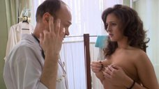 14. Доктор осматривает грудь Марии Шумаковой – Счастливый конец