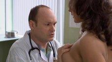 7. Доктор осматривает грудь Марии Шумаковой – Счастливый конец