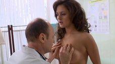 8. Доктор осматривает грудь Марии Шумаковой – Счастливый конец