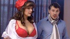 Мария Шумакова в красном лифчике