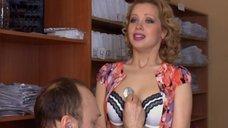 2. Ирина Темичева томно дышит на осмотре у доктора – Счастливый конец