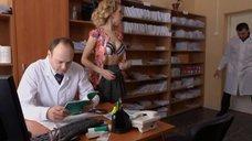 9. Ирина Темичева томно дышит на осмотре у доктора – Счастливый конец