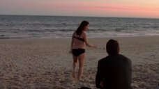Голые Джессика Марковская И Мирей Шарлотта Крокко Плавают В Бассейне – Сериал Любовники (2014)