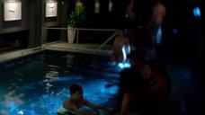 4. Голые Джессика Марковская и Мирей Шарлотта Крокко плавают в бассейне – Сериал Любовники