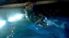 6. Голые Джессика Марковская и Мирей Шарлотта Крокко плавают в бассейне – Сериал Любовники