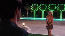 1. Страстный секс с Элизабет Беркли в бассейне – Шоугелз