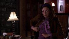 4. Мэгги Джилленхол в мокрой блузке – Секретарша