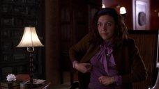 5. Мэгги Джилленхол в мокрой блузке – Секретарша