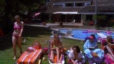 Эми Локейн в розовом купальнике
