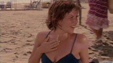 1. Мэгги Джилленхол в купальнике – Приемные матери