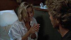 Пэтси Кенсит И Элизабет Херли Загорают На Яхте – Смертельный Круиз (1990)
